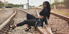 Relacionada modelo muere arrollada por el tren en sesio n de fotos