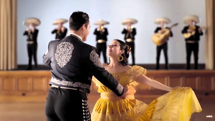 Bella y bestia mariachi