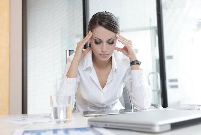 Femme stressee bureau
