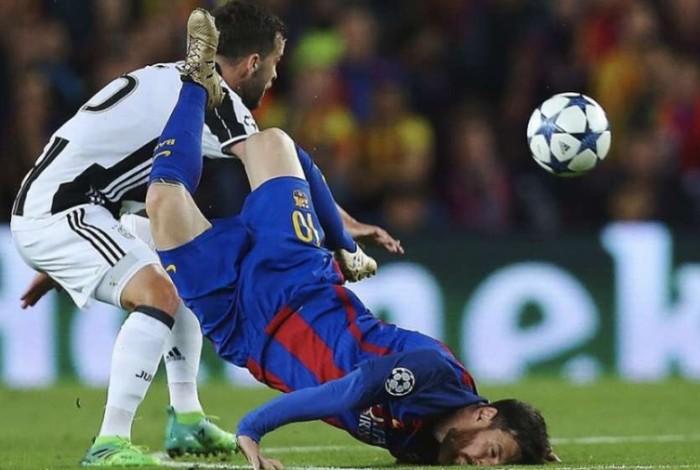 Messi cae