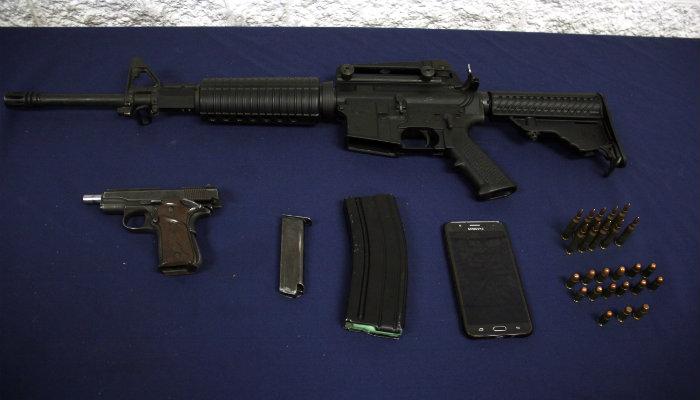 Detienen a sujeto con fusil ar 15 y pistola escuadra calibre .380