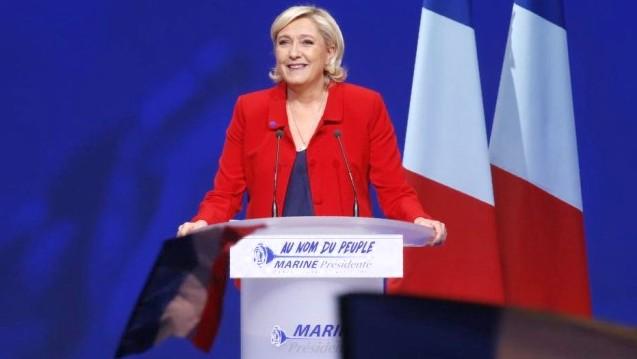 Le Pen se aparta de la presidencia del Frente Nacional