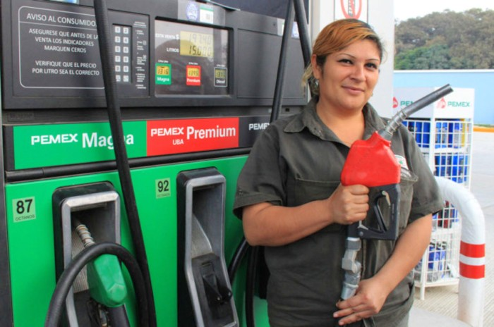 Bajará dos centavos el precio de las gasolinas para este viernes
