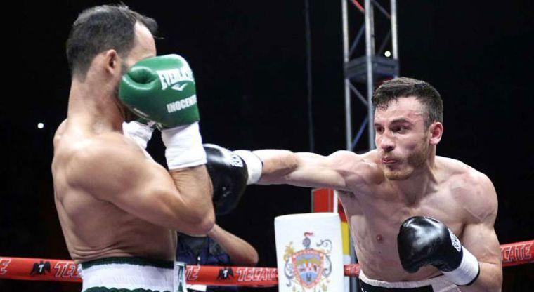 Omar Chávez derrota por KOT al hermano del