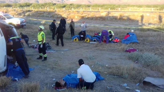 Volcadura de camión deja 14 atletas lesionados en Chihuahua