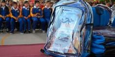 Relacionada mochila transparente