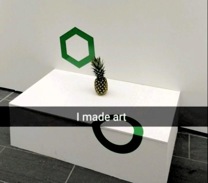 Confunden una piña con una obra de arte