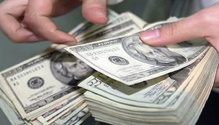 Se vende dólar en 18.60 en el AICM