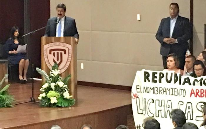 Truenan vs Lucha Castro en instalación del Consejo de la Judicatura