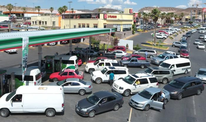 Precios de gasolinas y diésel retroceden este lunes