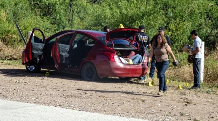 Hallan tres cuerpos en un auto en Chhuahua, dos en la cajuela