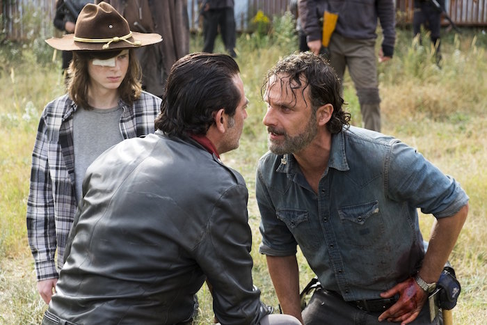 Muere miembro de la serie tras saltar en paracaídas — The Walking Dead