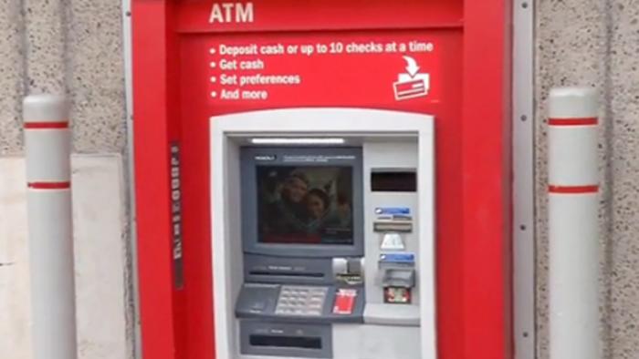 Hombre queda atrapado dentro de cajero automático en Texas