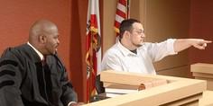 Relacionada judge and witness