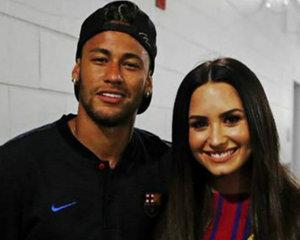 Medium demi lovato asistio  al juego del barcelona para apoyar a neymar