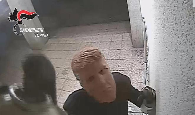Al estilo Hollywood, roban cajeros en Italia usando máscaras de Trump — MÉXICO