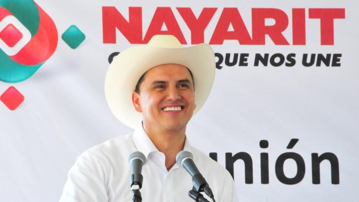 Aseguran que gobernador mexicano tiene silla de oro y diamantes (FOTOS)