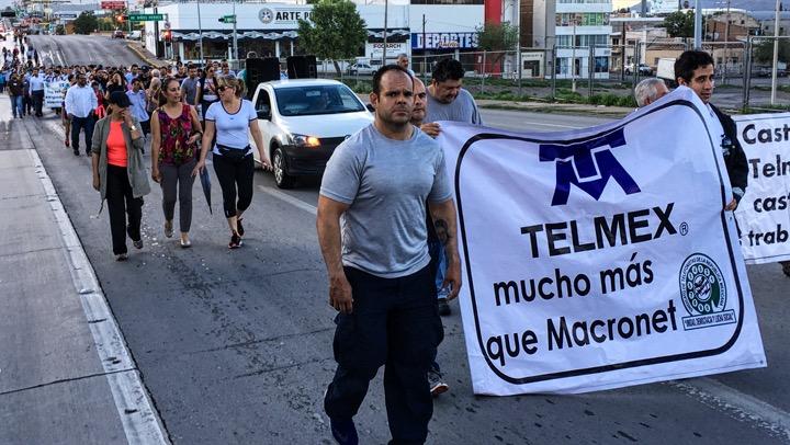 Se manifiestan los trabajadores de Telmex