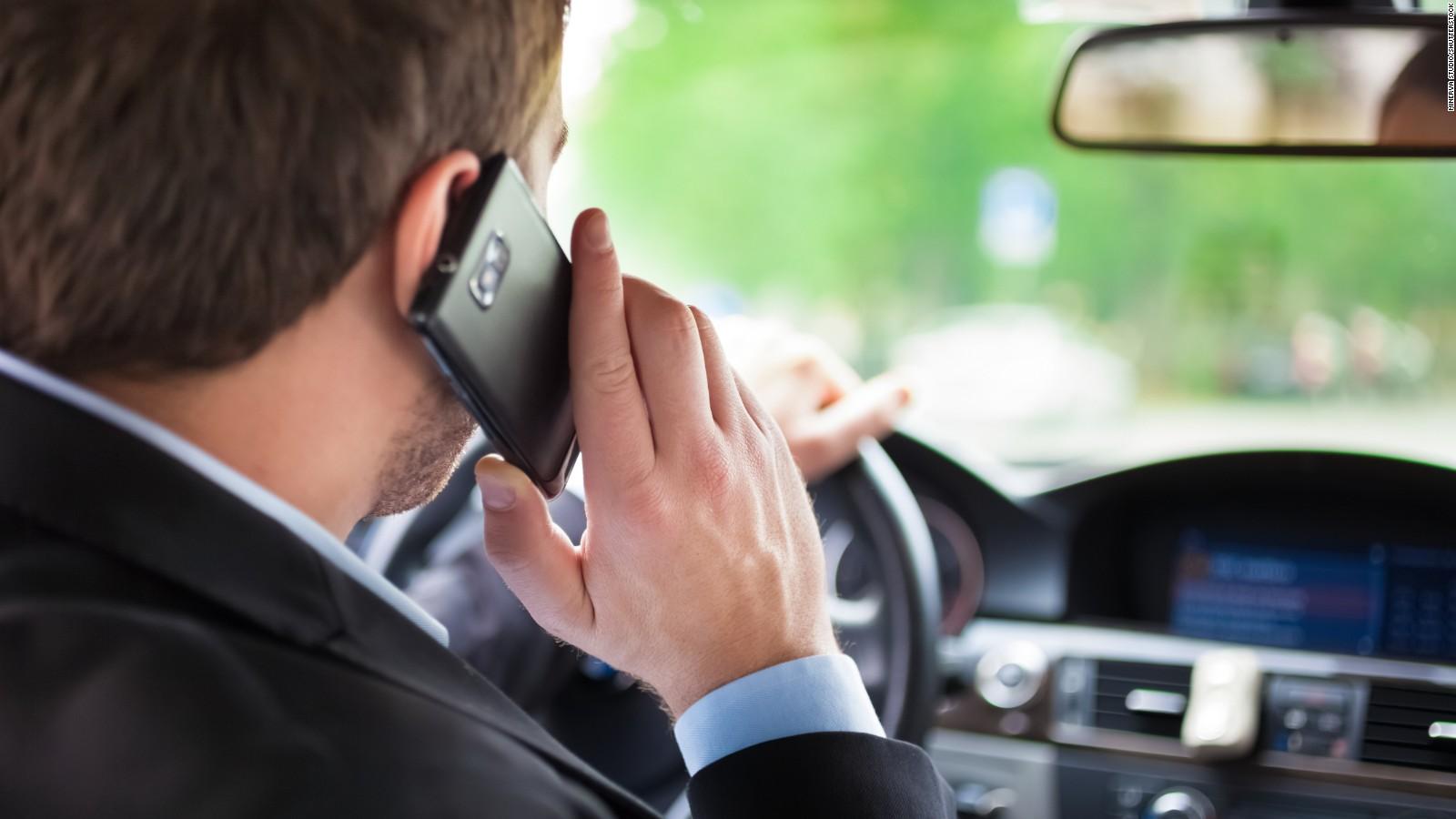 Analizan tecnología para detectar quién usa su teléfono mientras conduce