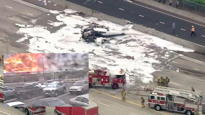 El aterrador momento en que un avión se estrella en una autopista