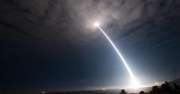 Se prepara para lanzar misil de prueba