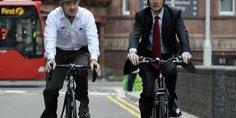 Relacionada bicicleta combina bem com terno e gravata 1