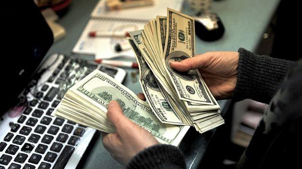 El dólar gana hoy terreno frente al dólar y, previsiblemente, mañana