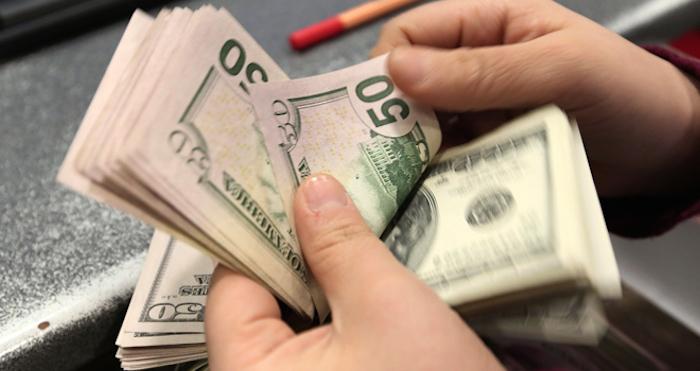 Dólar pierde 13 centavos; se vende en 18.05 pesos