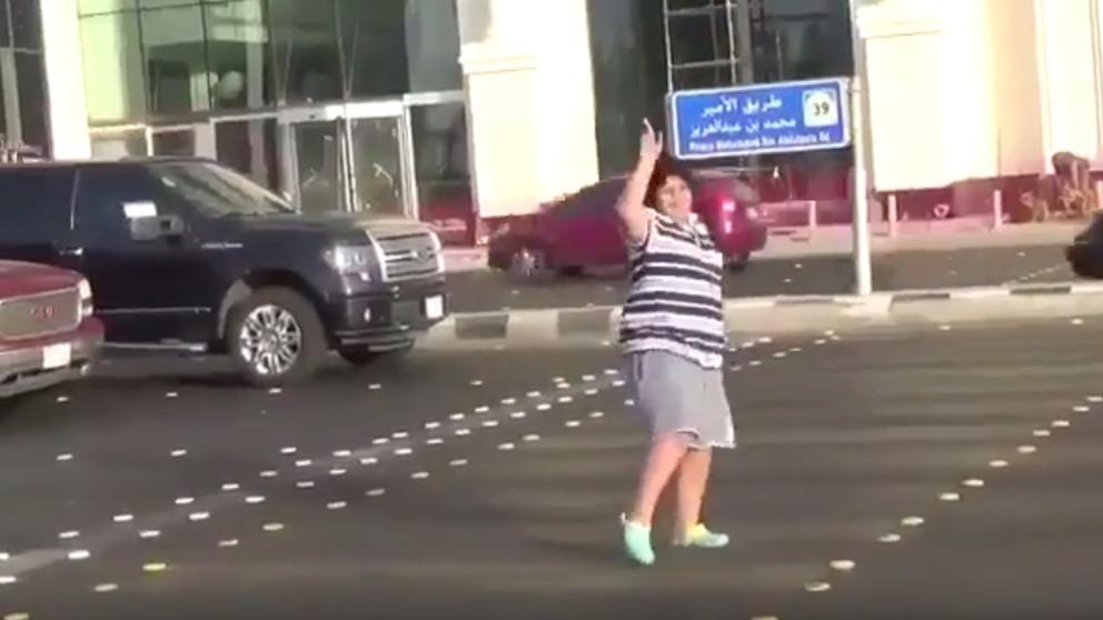 !Insólito! Arrestan a niño por bailar