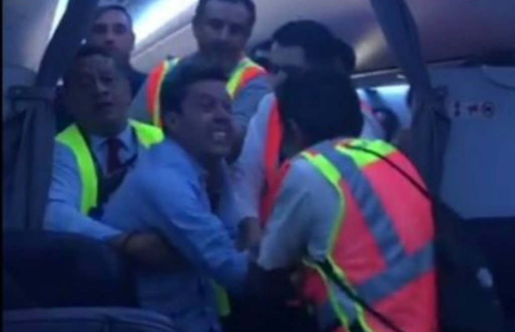 Avión aterriza de emergencia por pasajero gritón