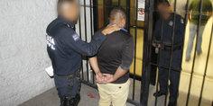 Relacionada detienen polici as municipales a sujeto por allanamiento y robo a casa habitacio n