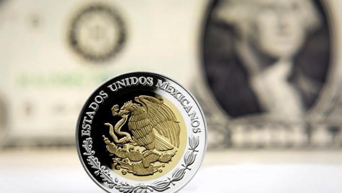 Dólar se mantiene en 18.15 pesos a la venta
