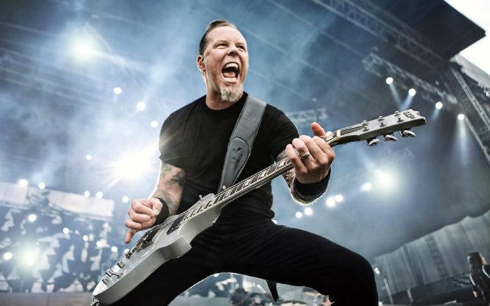 James Hetfield de Metallica sufrió dolorosa caída en pleno concierto