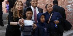 Relacionada invita alcalde a solicitar beca para alumnos de primaria y secundaria