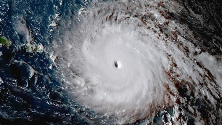 Huracán Irma alcanza a dos islas en el Caribe