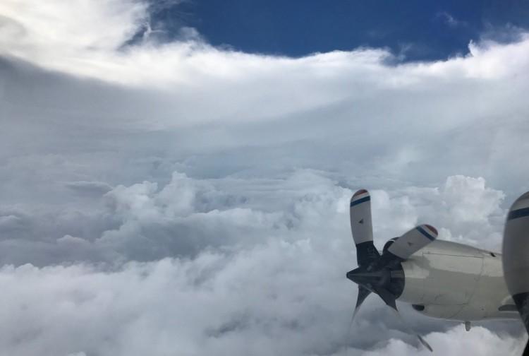 Impactante video de un avión científico en el ojo del huracán Irma