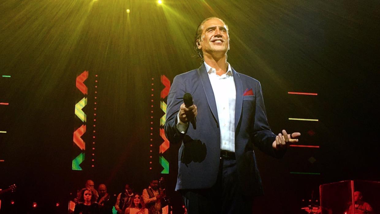 Alejandro Fernández siguió cantando mientras temblaba en México