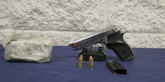 Relacionada polici as municipales detienen a pareja de novios por posesio n de una  pistola calibre 32 y media libra de marihuana