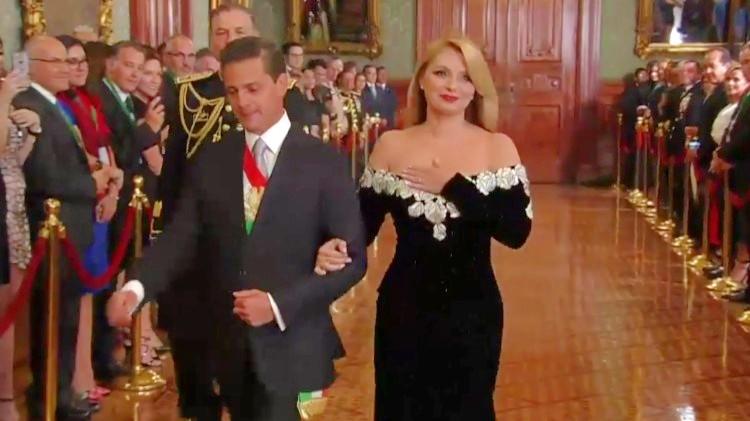 Con vestido, Angélica Rivera rinde homenaje a afectados de Oaxaca