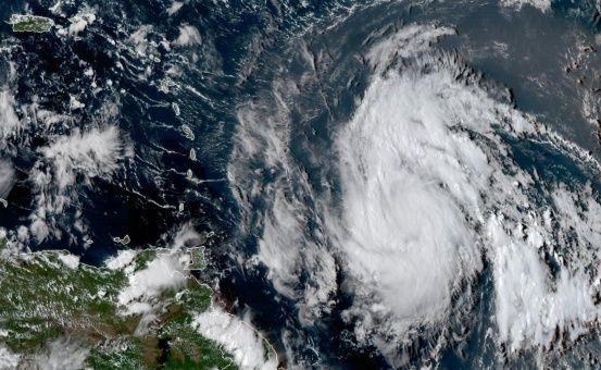 El ojo del huracán María sale de Puerto Rico