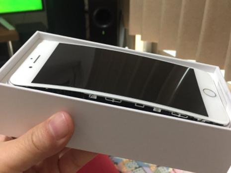 Investigan iPhone 8 por deformaciones y