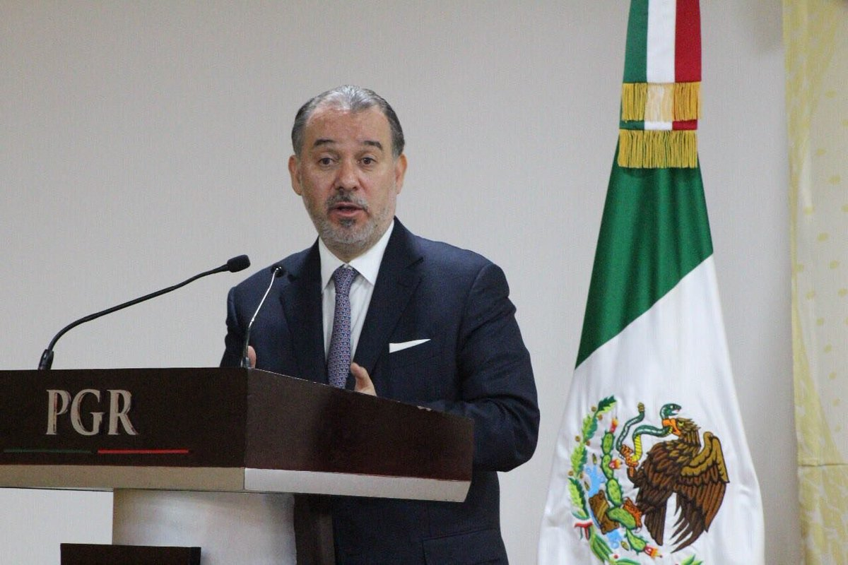 Procurador Raúl Cervantes Andrade renuncia a la PGR