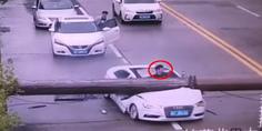 Relacionada grua aplasta auto
