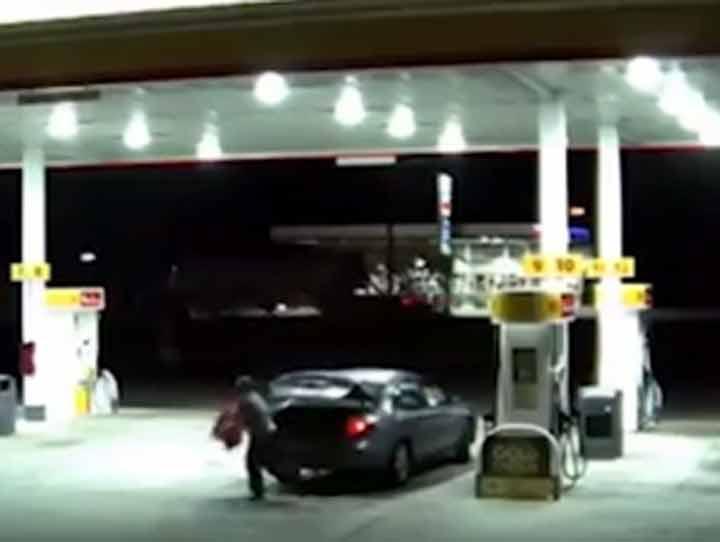 Mujer secuestrada escapa por la cajuela de un auto #VIDEO