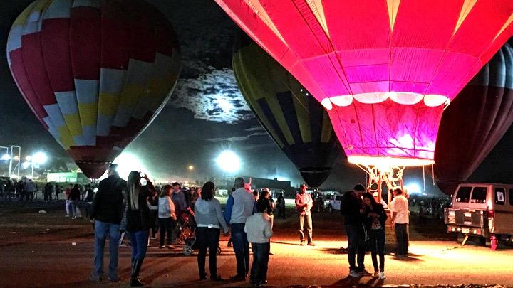 Noche m gica encienden e iluminan globos hoy ltimo d a for Espectaculos del dia de hoy en mexico