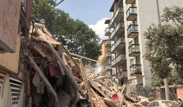 Detienen a dos por edificio dañado tras sismo del 19-S