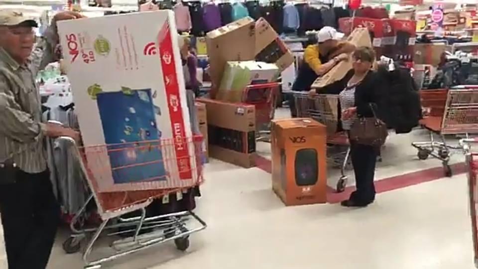 Soriana vende televisores en 10.99 pesos…¡Y Chihuahua enloquece!