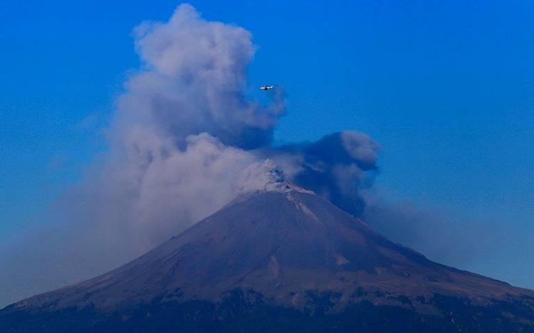 Explosiones del Popocatépetl lanzan ceniza al sur de Puebla capital