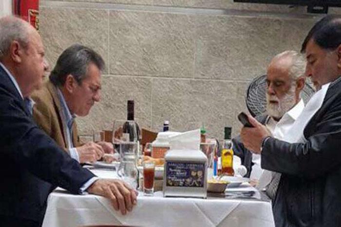 Increpan al Jefe Diego ya Romero Deschamps en restaurante
