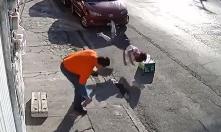 Pipa ahorca con cable suelto a niña